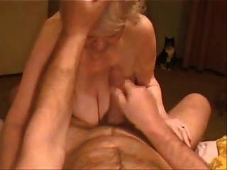 Madura rubia mamá quiere sexo anal y coño