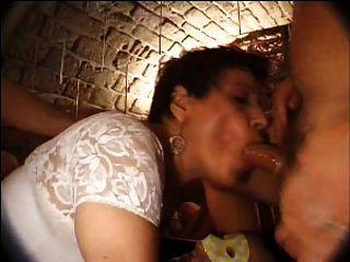 Francesa madura n27 morena anal mamá gangbang en club