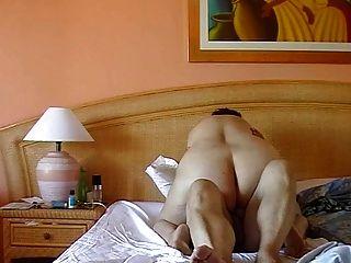 Pareja exhibicionista madura teniendo sexo