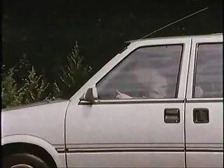 Viejo hombre con puta en el coche