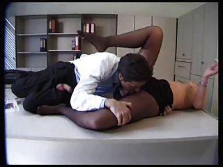 Sexy paciente en pantimedias negro obtiene follada
