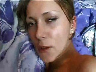 Chica casera de la cinta del sexo con los boobs grandes