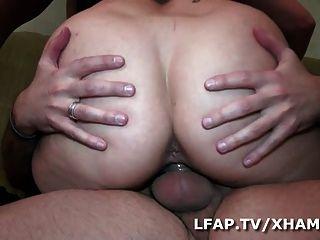 Emo girl aux gros seins se fait peter la rondelle