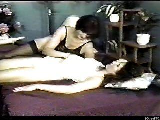Dos mujeres maduras y una niña