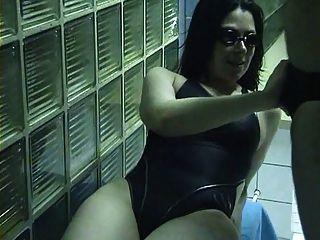 Conseguir la cabeza en la sauna
