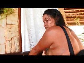 Mamá brasileña con culo gigante