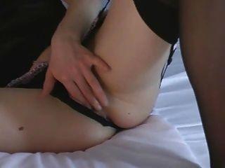 Chick caliente toying su coño mojado