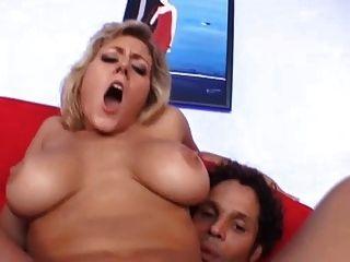Busty milf obtiene clavado en el culo ... usb