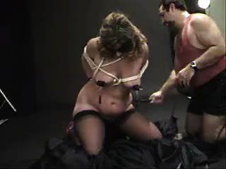 Azotado clitpierced sumiso anal castigado 5