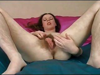 Chica hermosa coño peludo agradable