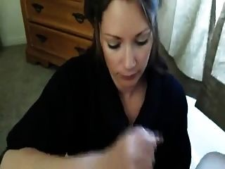 Chica sacude de su novio y toma carga en la boca