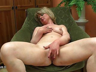 Gordo madura mama jugar con su consolador