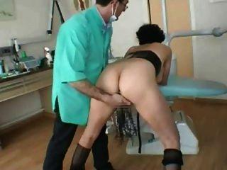 Milf francés va a la parte de dentista 2