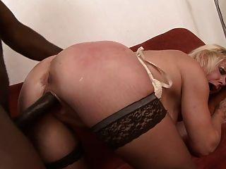 Lili, puta anal madura
