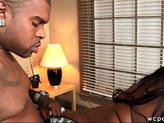 Sexo negro grande de la oficina del botín