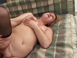 Un jeune homme seduit sa grande mere de clessemperor