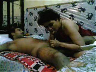 Mujer paquistaní follada por un hombre del ejército