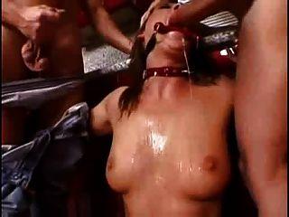 Mandy brillante humillado por dos chicos (parte 1) smg