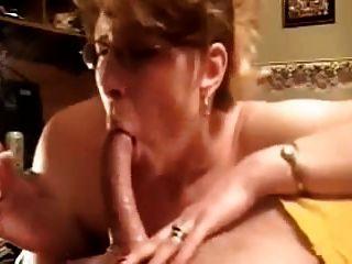 Sensacional deepthroat blowjob por la esposa amateur madura!