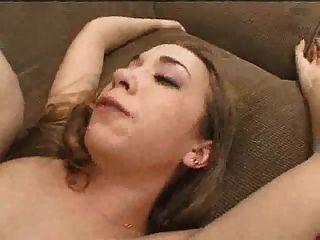 La chica de crema se golpea duro bukkake
