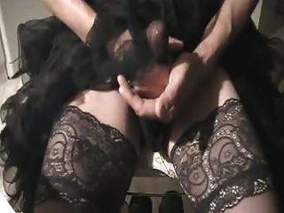 Desgaste enagua caliente, se masturban y cum a través de nylons