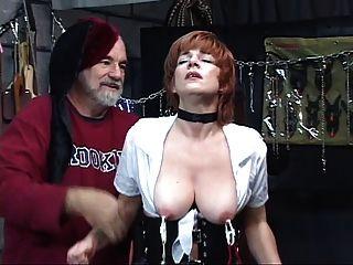Caliente, madura pelirroja obtiene coño jugueteado con, chupa polla en un swing de sexo