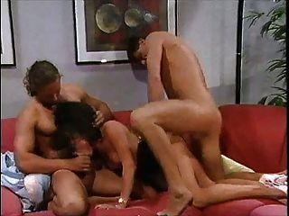 Grandes tetas: tiziana redford en ecstasy cremoso clásico porno