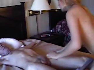 Katrina incontrol de este atado a la cama chico
