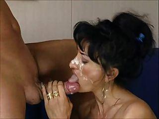 Milf italiano obtiene un gran facial