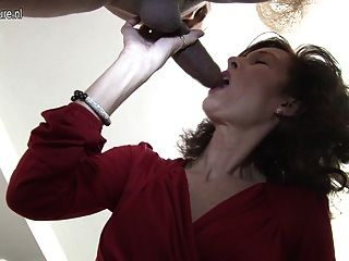 Sexy british lady disfruta de su toyboy s big cock