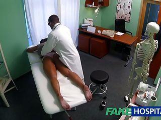 Fakehospital sucio milf sexo adicto obtiene follada por el médico