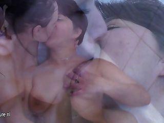 Chica caliente folla una lesbiana madura traviesa
