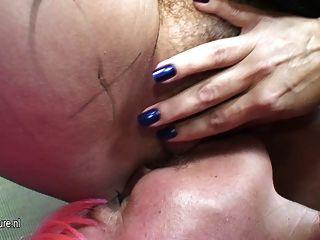 Gran lesbiana madura mojarse con su novia madura