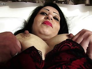 Caliente británico mamá obtener desnudo y travieso