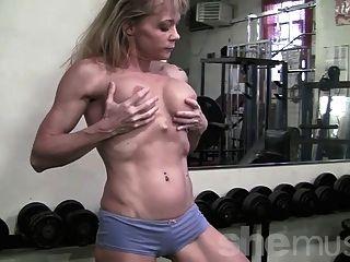 Músculo maduro en el gimnasio