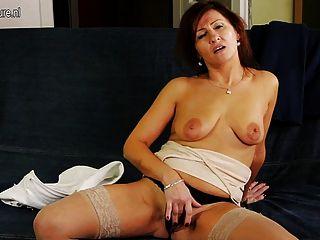 Abuelita caliente conseguir su coño mojado