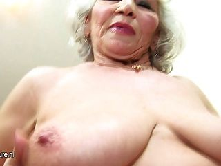 Abuelita tan vieja pero todavía caliente
