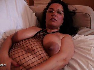Vieja pero todavía caliente mamada aficionada grande breasted
