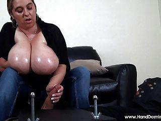 Masturbación mínima con grandes senos naturales