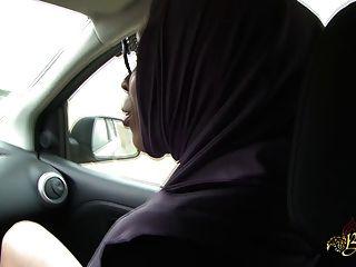 Sarah abdelkhader suce son mec en la carretera beurette tour
