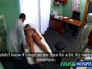 Fakehospital mareada joven rubia toma un creampie y comienza
