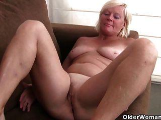 La abuela de bélgica ama masturbarse en pantimedias