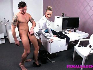 Femaleagent linda virgen rompe sus fronteras sexuales