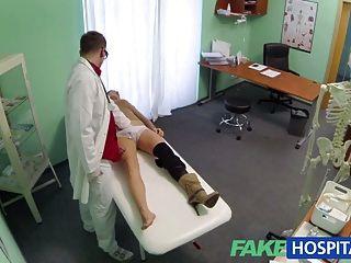 Médico del hospital falso niega los antidepresivos para el sexo