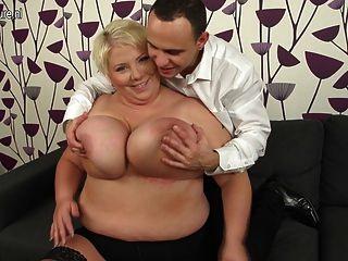 Enorme mamada madura breasted follando y chupar su culo