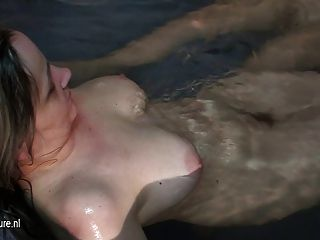 Mujeres maduras desnudas llegaron a relajarse