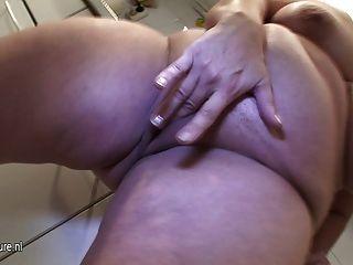 Amateur madre madura y su cuerpo delicioso