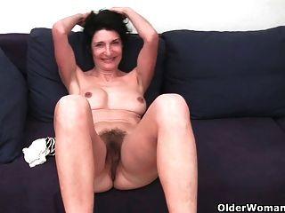 Dulce madre madura con grandes tetas y culo