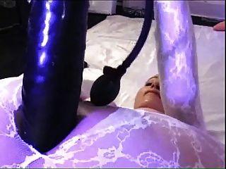Gran consolador en catsuit