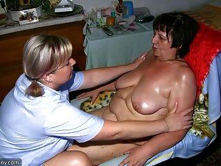 Chubby abuelita y gordo milf masturbándose con consolador